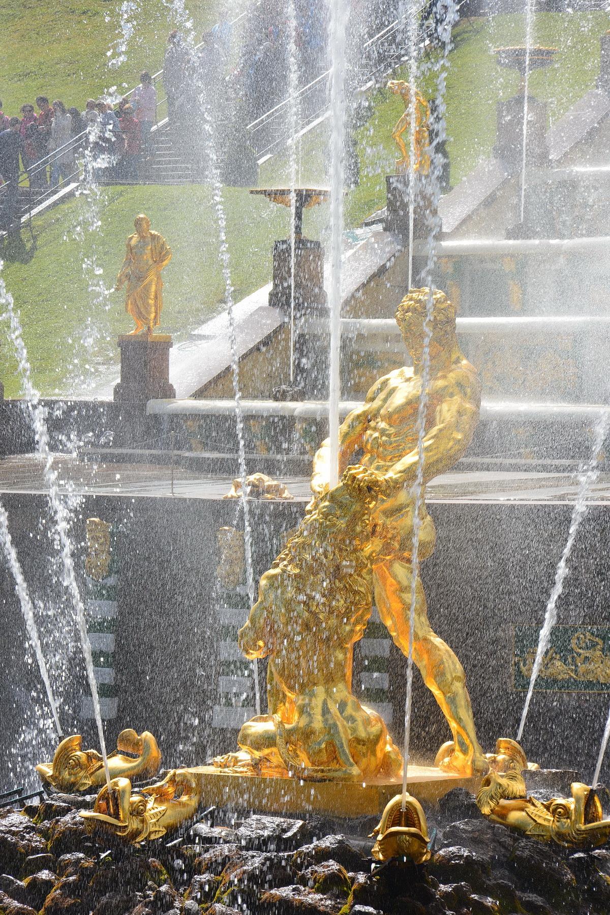 Во сколько включаются фонтаны в петергофе в 2018 году
